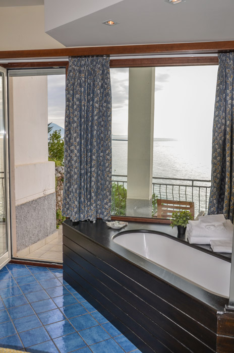 Hotel la lucertola   vietri sul mare